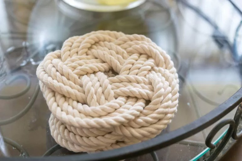 A Flat Turk's Head Knot is perfect for diy coasters & trivets. Instructions (start to finish), with images & videos. Perfect for your kitchen & for gifting.