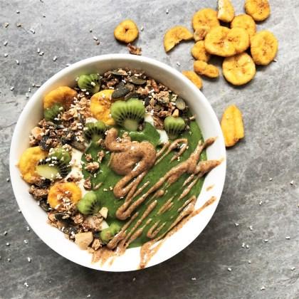 Avocado and Kiwi Green Smoothie Bowl