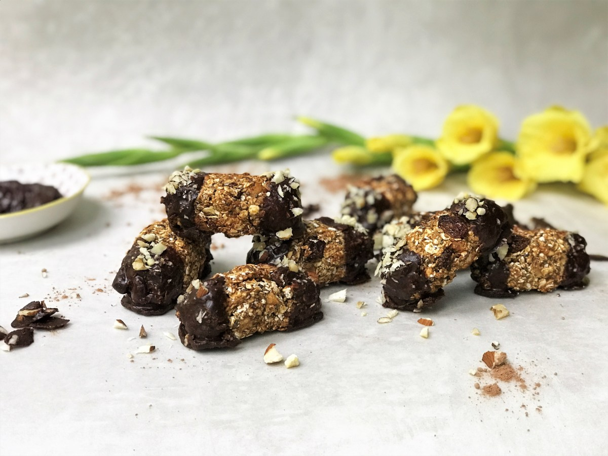 Chocolate Chia and Mixed Nut Granola Bites
