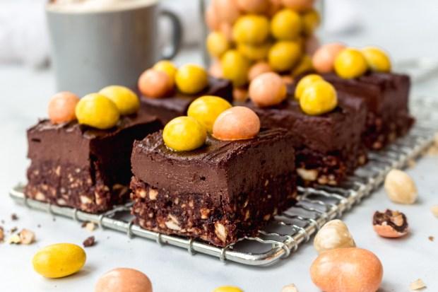 Raw Peanut Chocolate Fudge Brownies