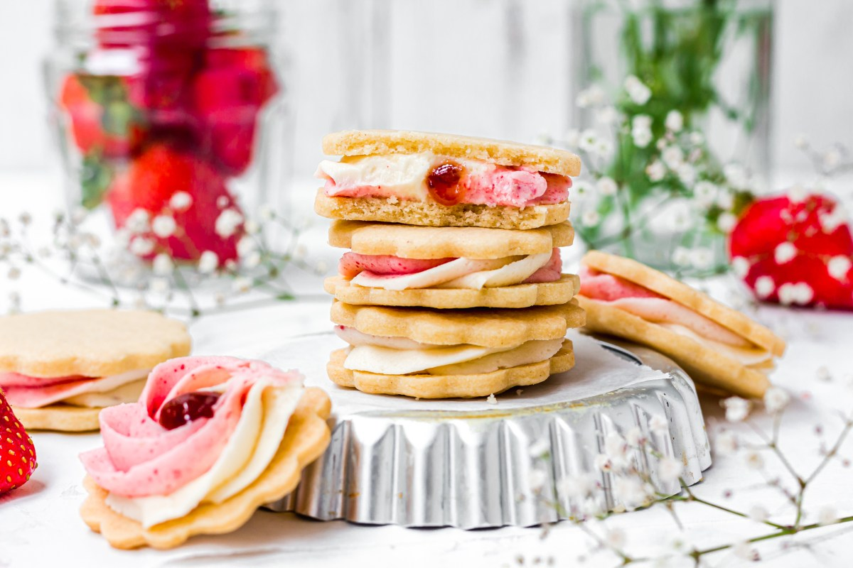Vegan Strawberry Shortbread Sandwiches