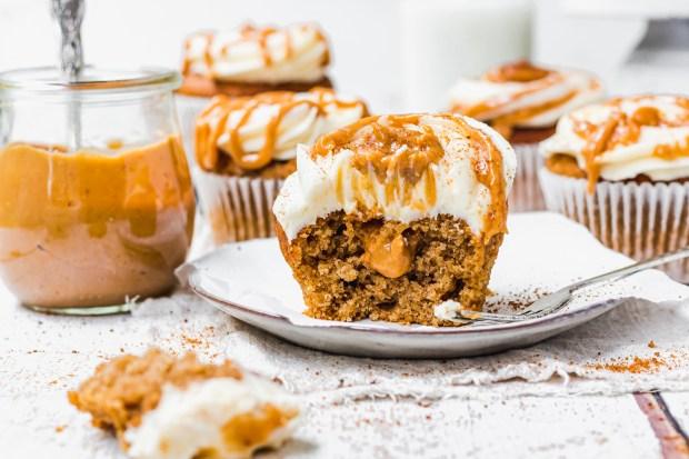 Chai Pumpkin Spice Cupcakes with Vanilla Buttercream Landscape