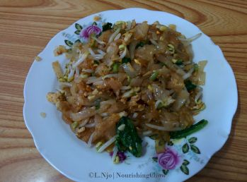 meatless char kway teow, egg, choy sum, taugeh