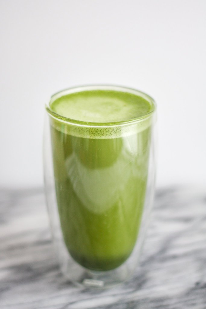 How to Make a Bulletproof Matcha Latte to boost your brain function, and nourish your body with antioxidants and healthy fats!