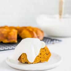 Pumpkin Bundt Cake | Nourish Nutrition Blog | www.nourishnutritionblog.com Delicious pumpkin cake