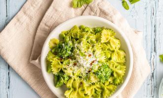 Spring Green Pesto Pasta | www.nourishnutritionblog.com