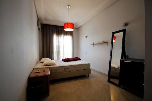 agréable grand studio avec grand  balcon