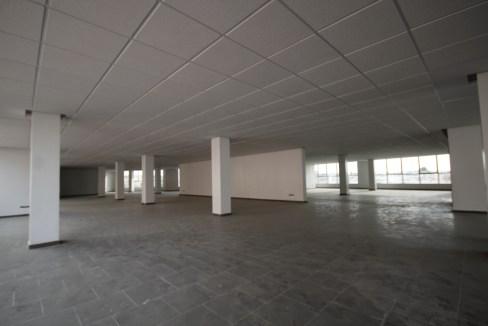 en plein quartier d'affaire à louer immeubles de bureaux sous forme de plateaux en open space