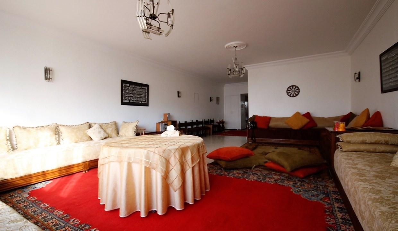 Bld Anfa à acheter vaste appartement de 4 chambres dans résidence agréable