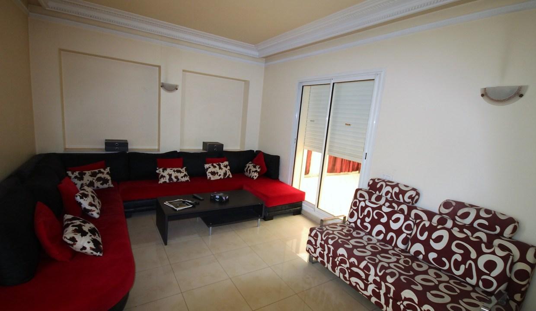 agréable appartement meublé et équipé avec très grande terrasse dans immeuble bourgeois