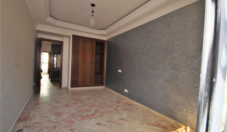 à louer parfait appartement rénové de 4 chambres
