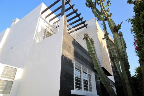 ain-diab-loue-villa-d-angle-moderne-de-4-chambres-vue-mer-02