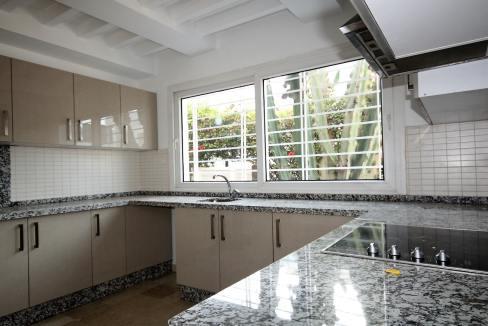 ain-diab-loue-villa-d-angle-moderne-de-4-chambres-vue-mer-028
