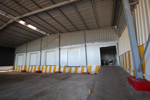 unite-industrielle-moderne-de-stockage-froid-et-de-distribution-a-vendre-location-possible-003