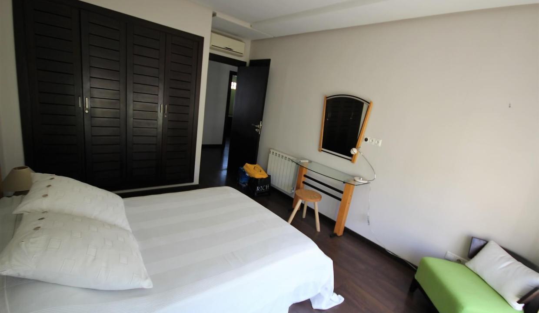 villa-de-5-chambres-a-louer-vide-ou-meublee-sur-terrain-371-m2-surface-habitable-400-m2-014