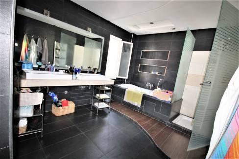 villa-de-5-chambres-a-louer-vide-ou-meublee-sur-terrain-371-m2-surface-habitable-400-m2-024