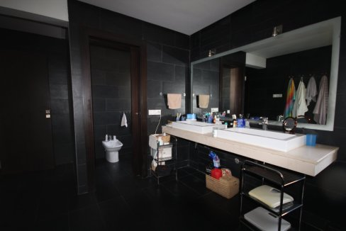 villa-de-5-chambres-a-louer-vide-ou-meublee-sur-terrain-371-m2-surface-habitable-400-m2-027