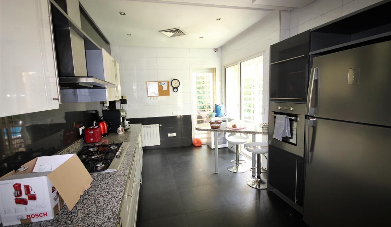 villa-de-5-chambres-a-louer-vide-ou-meublee-sur-terrain-371-m2-surface-habitable-400-m2-08