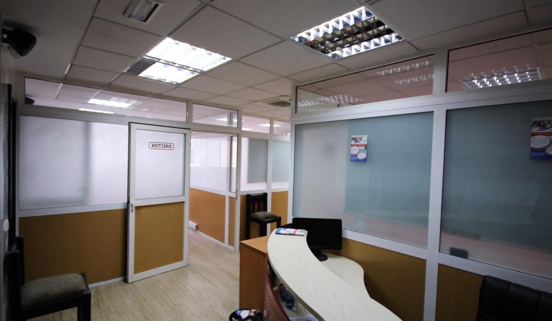 plateau-de-bureau-dans-immeuble-professionnel-003
