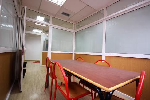 plateau-de-bureau-dans-immeuble-professionnel-008