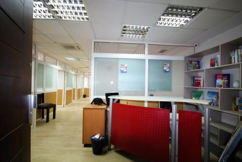 plateau-de-bureau-dans-immeuble-professionnel-012