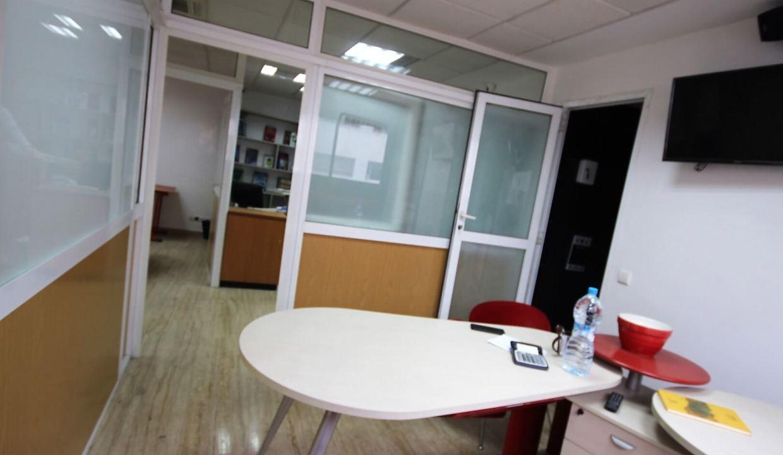 plateau-de-bureau-dans-immeuble-professionnel-015