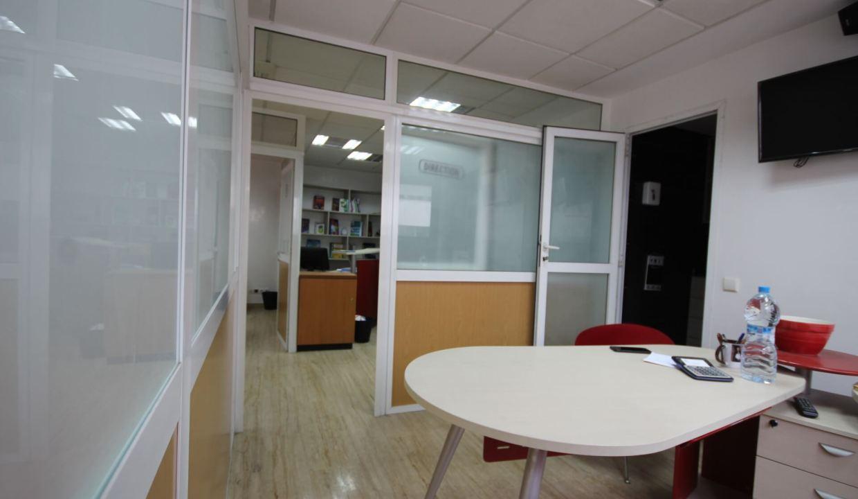 plateau-de-bureau-dans-immeuble-professionnel-016