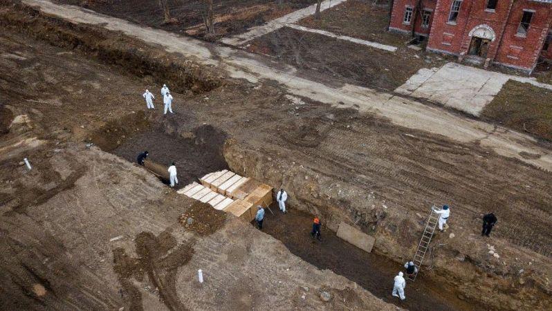 ein-massengrab-auf-hart-island-bei-new-york-hier-beerdigt-die-stadt-offenbar-auch-corona-tote-
