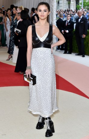 Mandatory Credit: Photo by Andrew H. Walker/REX/Shutterstock (5669035dd) Selena Gomez The Metropolitan Museum of Art's COSTUME INSTITUTE Benefit Celebrating the Opening of Manus x Machina: Fashion in an Age of Technology, Arrivals, The Metropolitan Museum of Art, NYC, New York, America - 02 May 2016