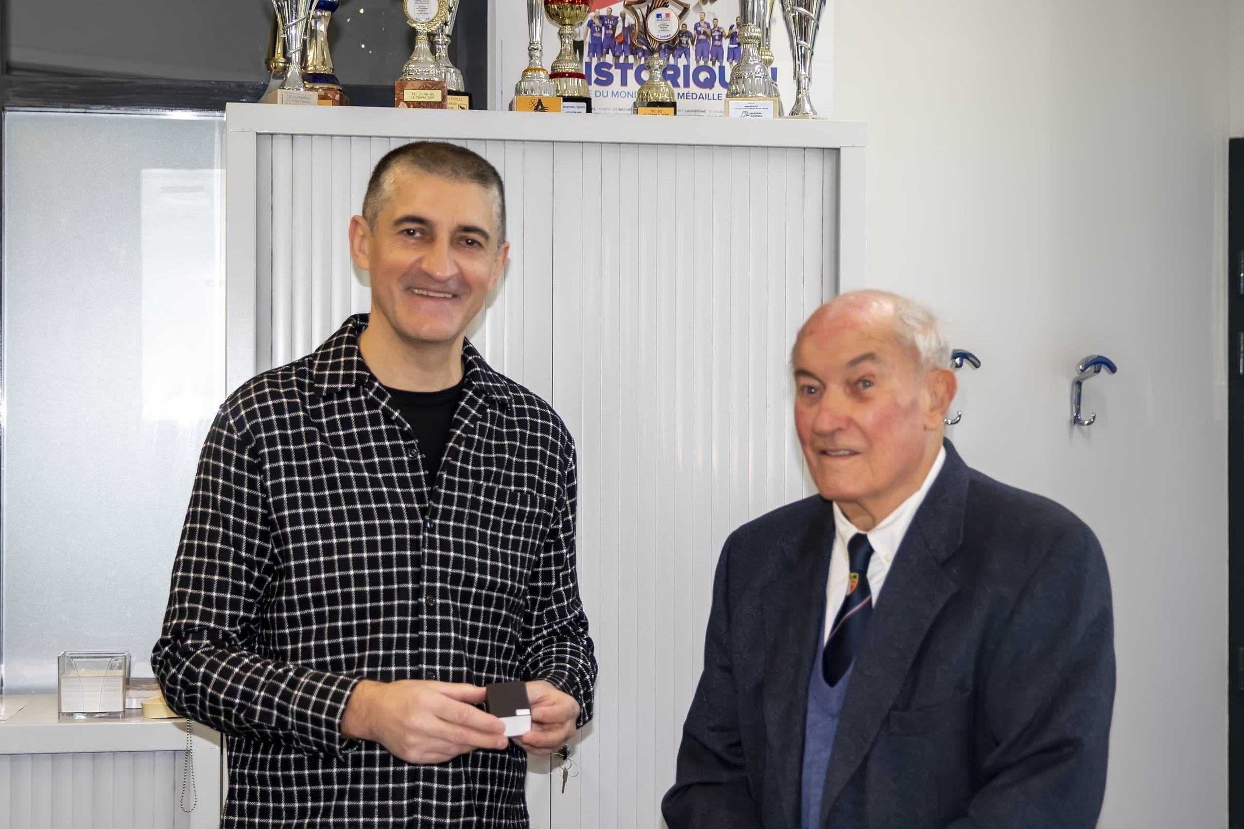 62 ans de basket, Robert Jaunier, Coq de bronze de la FFBB