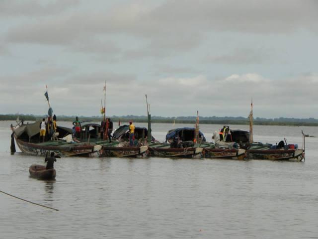 Pirogues de pêche à Ziguinchor. Photo P.B.