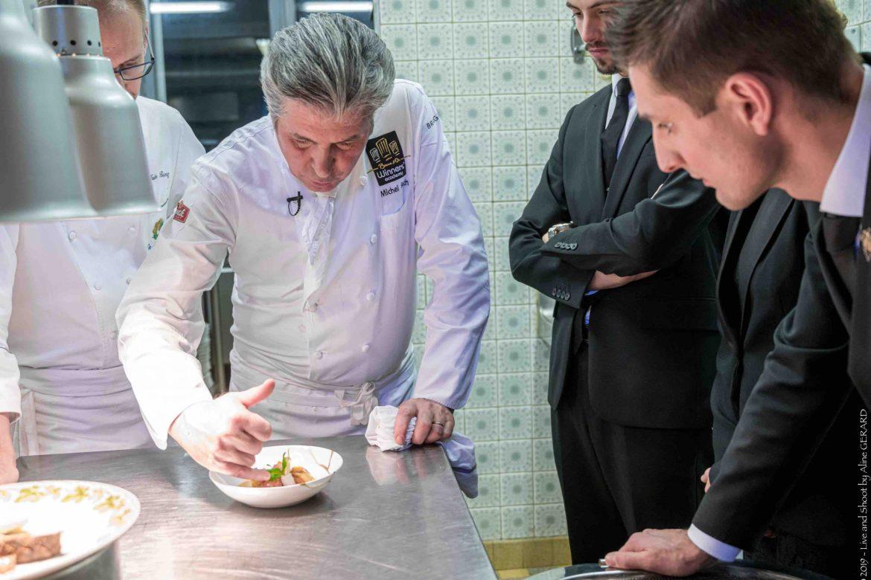 Debrief avec la salle pour l'explication des plats de Michel Roth