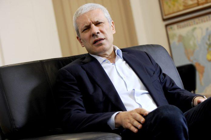 OPOZICIJA: 6 meseci dovoljno da Vučić bude oduvan sa vlasti 4