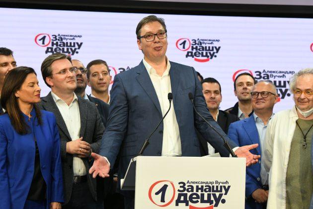 GLAVA PUSTA PICOUSTA: Vučić teroriše saradnike, maltretira ih, nervni slomovi! (VIDEO) 1