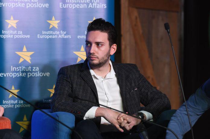 OPOZICIJA: 6 meseci dovoljno da Vučić bude oduvan sa vlasti 1