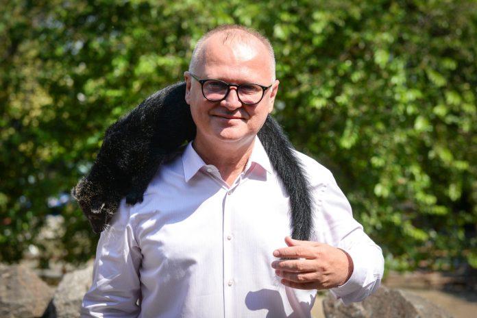 CIRKUS KOLORADO: Vesić se u zoo vrtu slikao s lemurom na glavi! 1