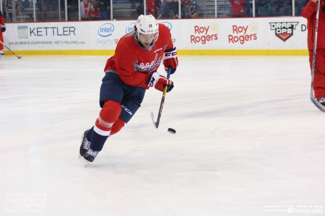 Justin-Williams-washington-capitals-puck-air-practice.jpg
