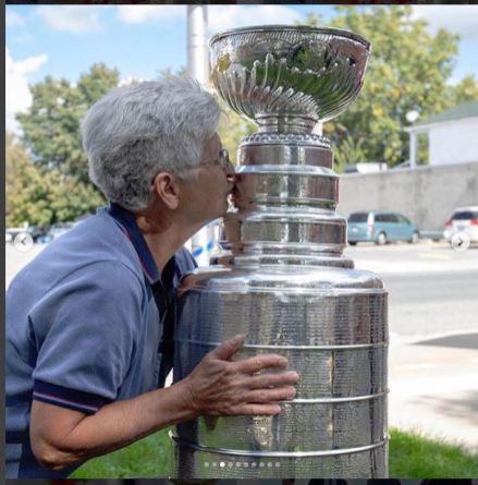 NHL Lucan Fan Kissing Cup
