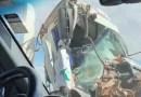 Carreta bate na traseira de caminhão e cabine fica destruída na Anhanguera