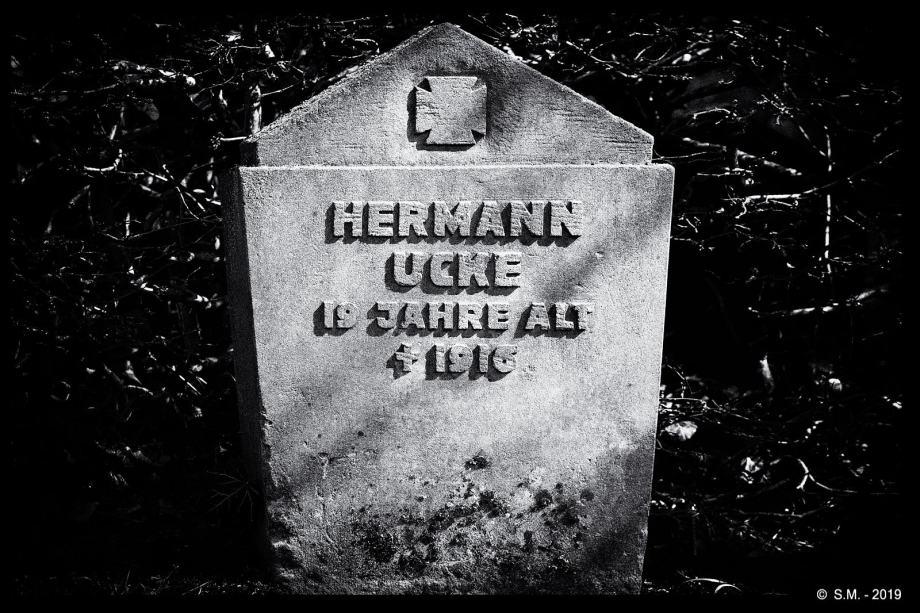 Die Toten haben Namen
