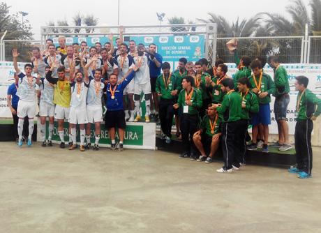 Los futbolistas almerienses subieron a lo más alto del podio.