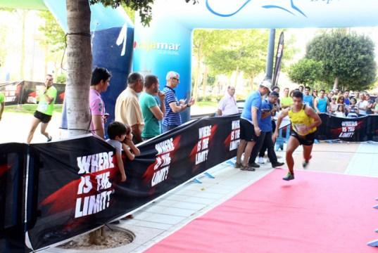 Un corredor a punto de iniciar la 'escalada' a Torre Laguna.