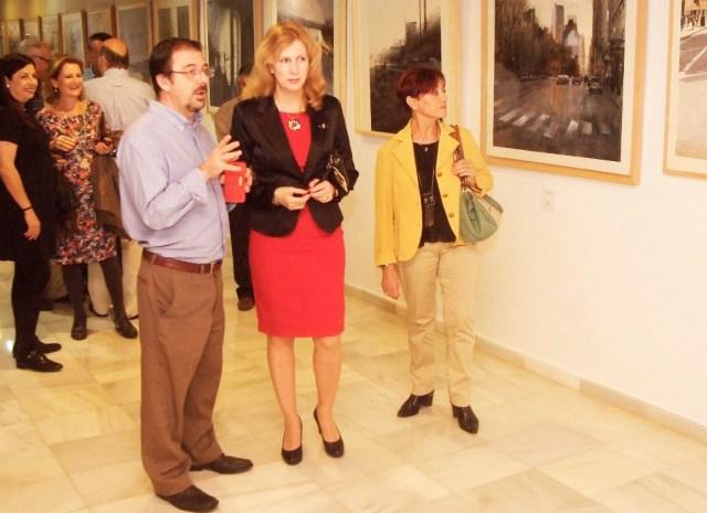 El acuarelista Miguel Cárdenas y la concejal de Cultura de Roquetas, María Dolores Ortega
