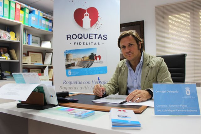 Luis Miguel Carmona es el responsable del Área de Comercio en Roquetas de Mar.