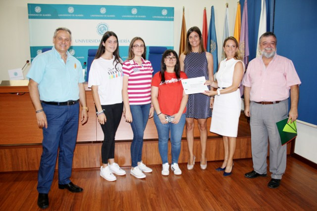 Alumnas que se han llevado el premio por el proyecto presentado en la Feria de las Ideas.