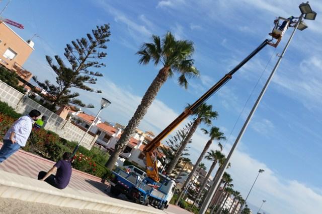 Instalación de la nueva estación meteorológica de Roquetas.