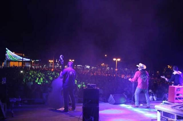 Los Rebeldes en concierto, en El Ejido, durante las fiestas de San Isidro.
