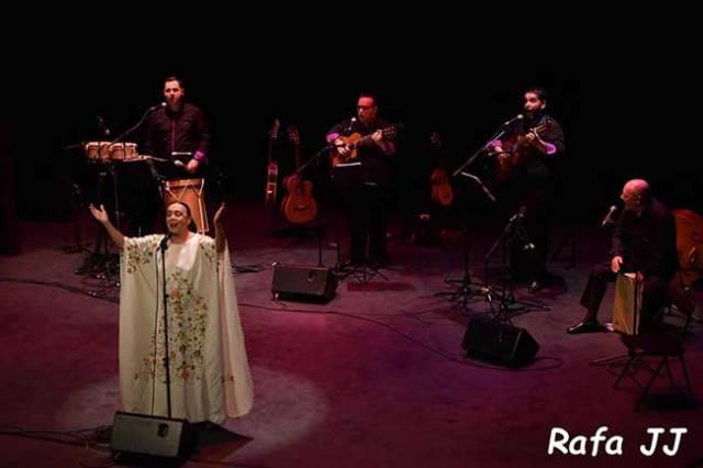 La cantante Betty MIsiego en una actuación.