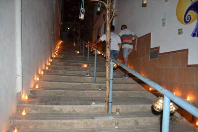 Paseando entre velas, en Vícar.