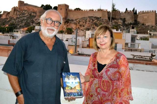 Manuel Pérez Sola, el autor, narra en el libro esta experiencia cultural que moviliza a todos los vecinos y atrae a numerosos turistas.